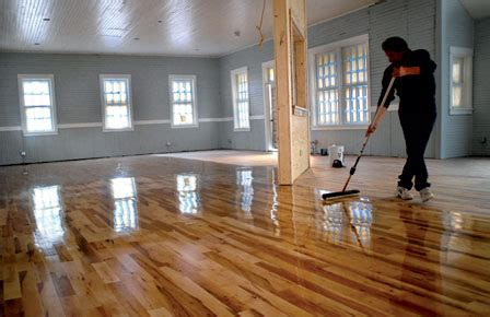 How To Remove And Apply Polyurethane On Hardwood Floors