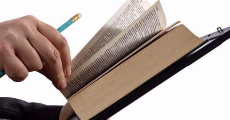 membuat ringkasan novel contoh cara resensi buku