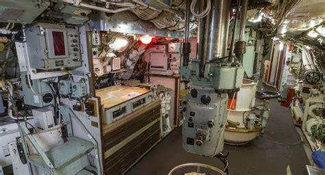 interno sottomarino il sottomarino inglese hms ocelot approda su