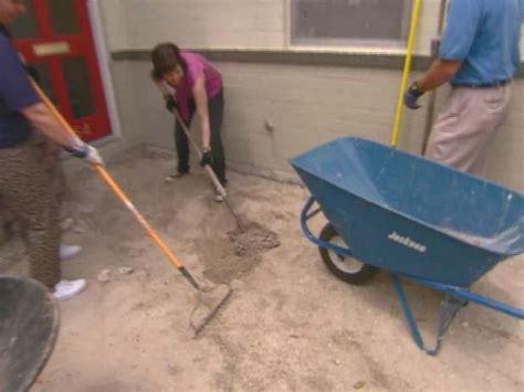How to Install Concrete Pavers   how tos   DIY