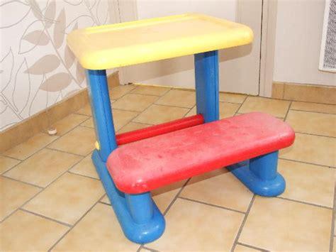 bureau enfant plastique bureau enfant en plastique 224 donner 224 gondecourt