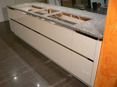 küchenblock mit schubladen gr 252 ne wand wohnzimmer idee