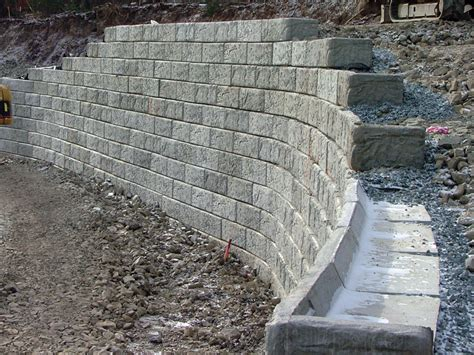 what you need to about retaining wall material