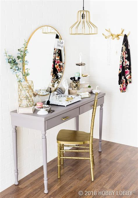 Small Makeup Vanity Desk by 25 Best Ideas About Small Vanity Table On