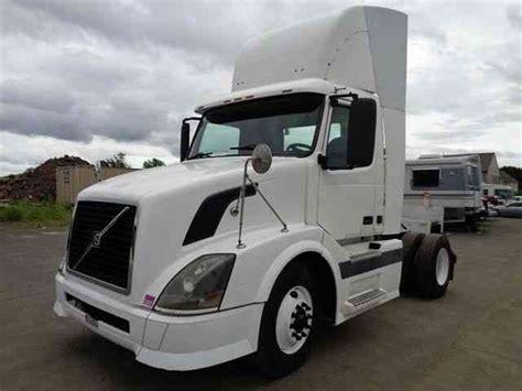 volvo semi truck warranty volvo vnl42t daycab 2005 daycab semi trucks