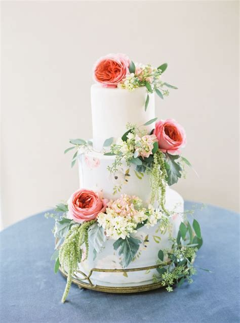 Wedding Cake Flower Ideas by 25 Best Ideas About Floral Wedding Cakes On