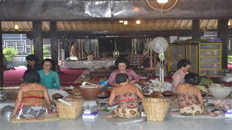 membuat skck yogyakarta putri putri kraton yogyakarta membuat apem untuk prosesi