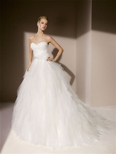 simple gown strapless sweetheart layered tulle