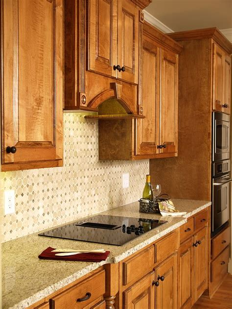 kitchen wall colors with honey oak cabinets the 25 best ideas about honey oak cabinets on pinterest