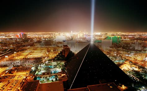 The dark pyramids of amerika the luxor hotel and the black cubes of