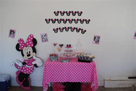 Minnie Mouse St Birthday Decorations by Two Shakes Of A S S Minnie Mouse
