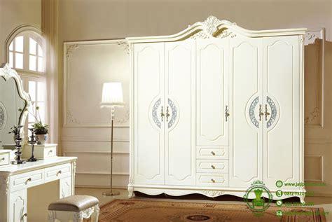 Lemari Olympic Warna Putih lemari baju klasik warna putih pintu 5 jati pribumi