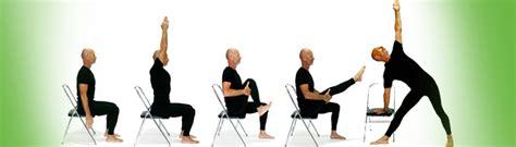 imagenes de yoga en silla pin yoga ejercicios con ayuda de una silla on pinterest