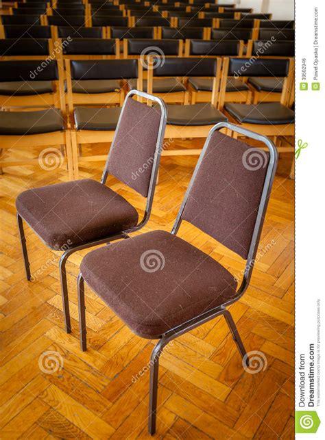 chaise d église chaises vides dans l 233 glise photo stock image 39502946