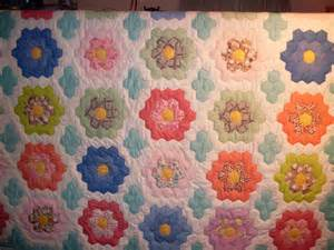 grandmothers flower garden quilt 83x86