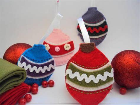 decorar bolas de navidad con fieltro 10 ideas para hacer tus adornos navide 241 os en fieltro