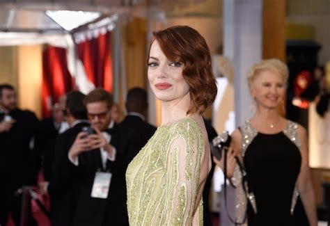 emma stones hair stylist tells us how to get her effed emma stone and julianne moore how to get their oscars