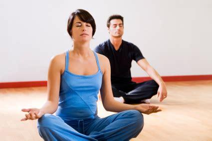 yoga tutorial anfänger pin yoga 252 bungen f 252 r anf 228 nger zuhause on pinterest