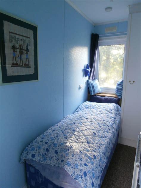 small bedroom ideas for your small bedroom safe home quartos decorados de solteiro masculino e feminino 69 imagens 207 | quarto estreito 27