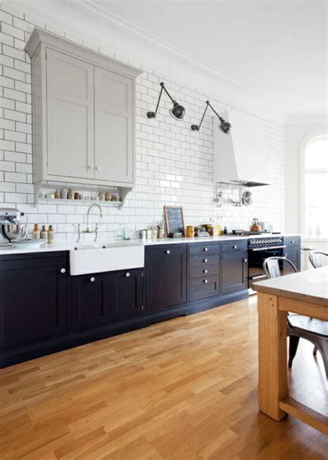 Küche Landhausstil Holz by Wohnzimmer Wandgestaltung Rot