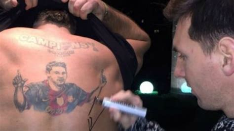 lionel messi tattoo back messi autographed a man s back the signature will be