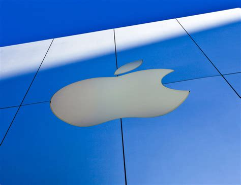qualcomm apple apple hits qualcomm with 1 billion lawsuit over patent