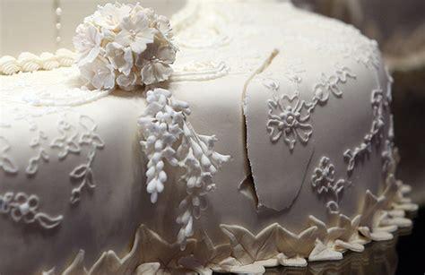54 wedding cakes cambridge   spitfire cakegolf cake roya wedding goes on display at