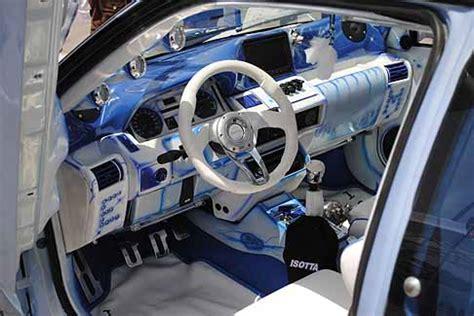 tuning interni auto tuning interni grigio e ricca strumentazione di una