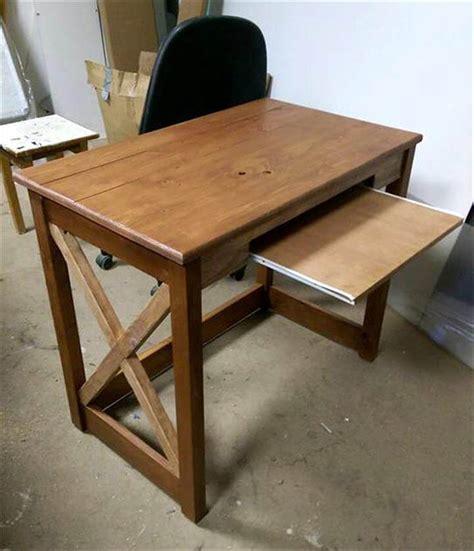 Pallet Wood Computer Desk 101 Pallets Pallet Computer Desk