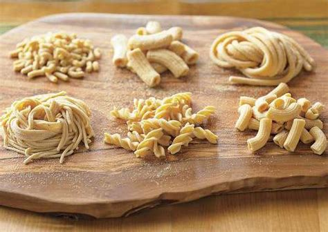 pasta in casa ricetta lucana pasta fatta in casa con mollica fritta b