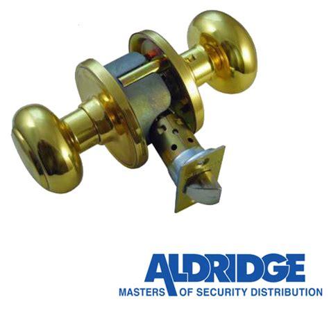 Weiser Door Knobs Uk by Weiser Troy Passage Door Knobs Polished Brass L5019