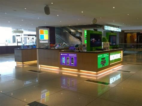 earlier this month microsoft revealed their new flagship phones lumia microsoft s small columbus circle store won t close when
