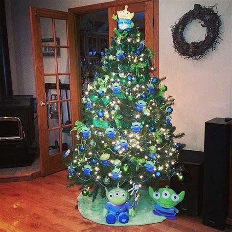 arbol de navidad disney 29 225 rboles de navidad que cualquier fan 225 tico de disney