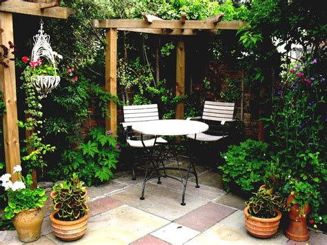 beautiful small gardens pictures of small courtyard gardens tiny garden ideas