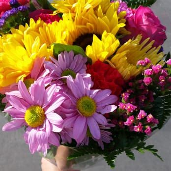 Drea S Flowers 25 Photos 20 Reviews Florists 12471 Flower Shops In Garden Grove