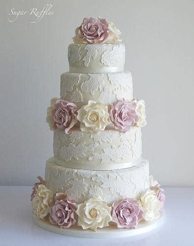 Hochzeitstorte Ivory by Hochzeitstorte Mit Spitze Ivory Und Amnesia Roses