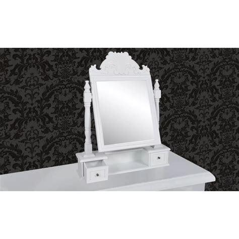 kleine kommode mit einem spiegel und zwei schubladen im - Kleine Kommode Mit Spiegel