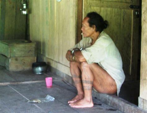 tato di mentawai tato mentawai tato tertua di dunia nonadita travel log