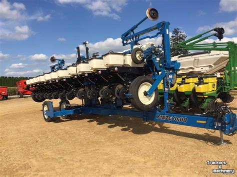 Kinze 3600 Planter Manual by Kinze 3600 12rn 12row Center Pivot Planters Wi Usa Used