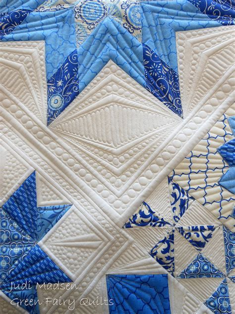 Free Motion Quilting Problems by Easy Free Motion Mistletoe Berries Quilt To Make Free Tutorial
