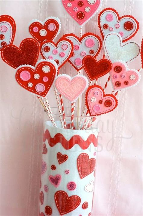 süße valentinstag geschenke zum selbermachen deko ideen zum valentinstag mit herzen aus filz basteln