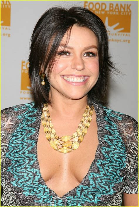 picture of rachael ray with major highlights in her hair rachael ray is a food bank flirt photo 1052841 rachael