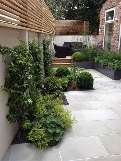 slim courtyard house  modern paving  stylish planting adamchristopherdesigncouk