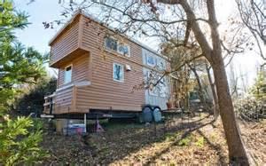 Small Homes Uk A Wheely Small House Alek Lisefski S 8 X20 Eco Friendly