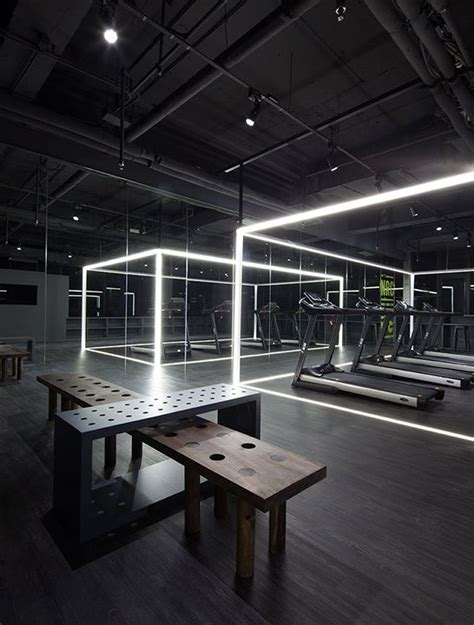 iluminacion gimnasio gimnasio futurista interiorismo