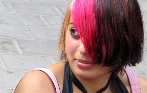 pink highlight on the end tween funky emo hairstyles with medium length hair for teenage