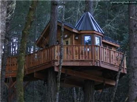 tree house bed and breakfast bed and breakfast tree house nestled in forest oregon