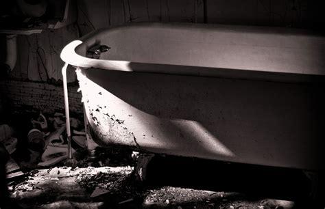 scary bathtub the most dangerous games daruma san or the bath game