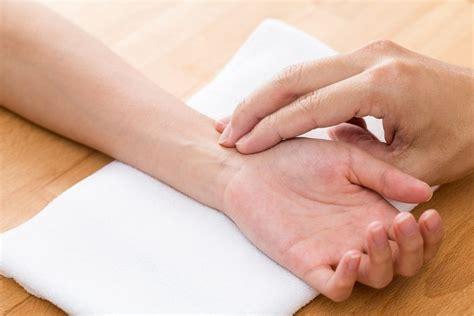 puls beim schlafen unregelm 228 223 iger puls ursachen symptome und vorbeugung