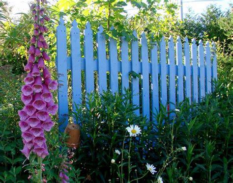Impressionnant Decoration De Jardin En Bois #4: barriere-jardin-bleue.jpg